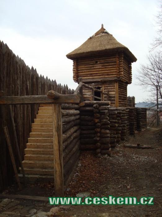 Strážní věž slouží i jako rozhledna.