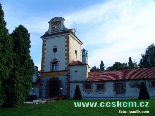 Vstupní věž zámku.
