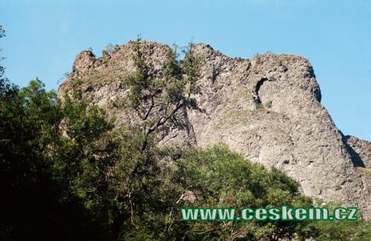 Tvořena horninami sopečného původu - spility...