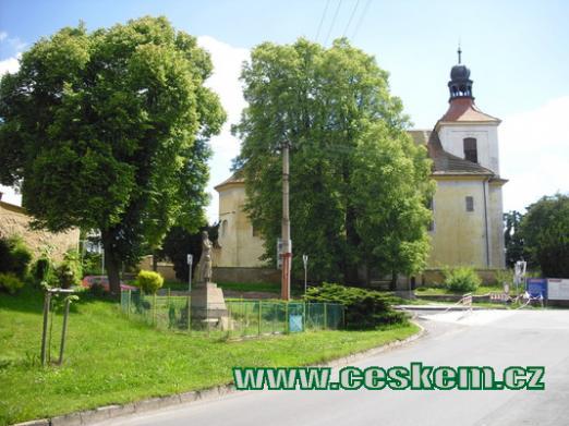 Pohled na kostel Nanebevzetí Panny Marie.