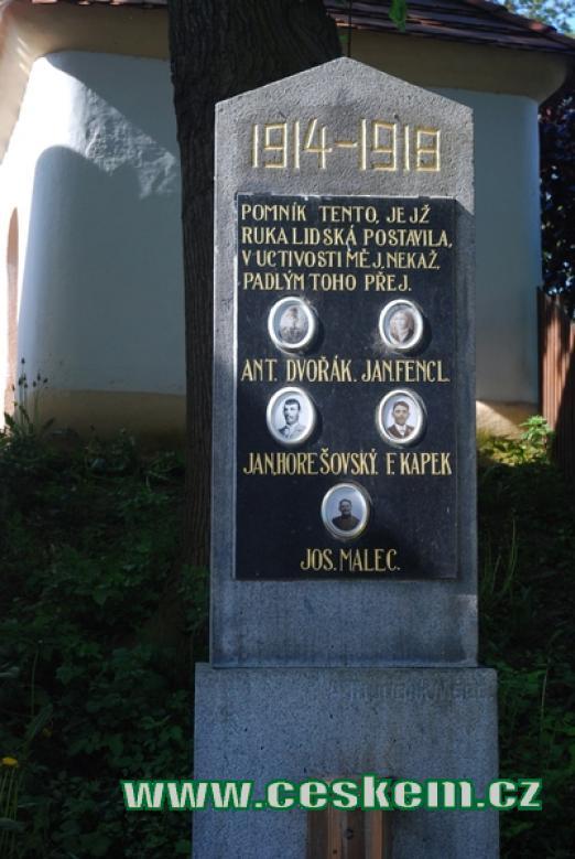 Zdejší památník padlých v 1. světové válce.