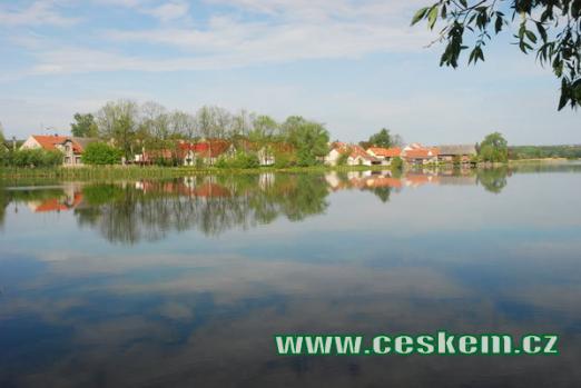 Lodenický rybník na říčce Kačáku.