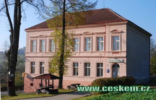 Stará škola, sídlo obecního úřadu a hospůdky...