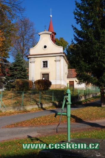 Kaple sv. Michala na návsi.