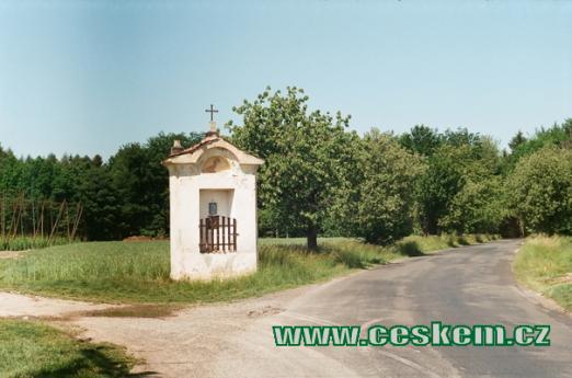 Kaplička u silnice na Srbeč.