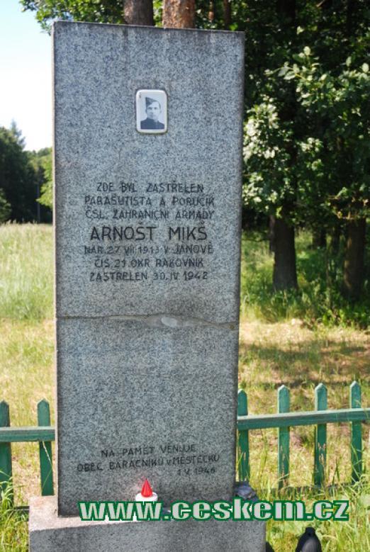 Památník Arnošta Mikše nedaleko osady Požáry.