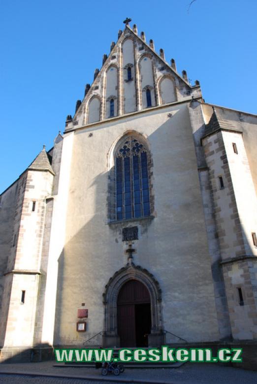 Průčelí kostela sv. Bartoloměje.