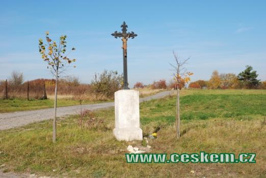 Kříž nedaleko obce.
