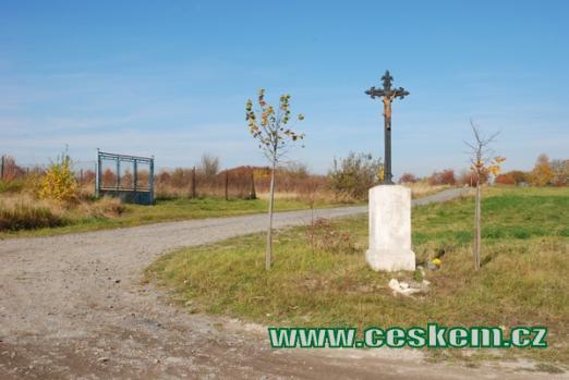 Kříž nedaleko Rynholce.