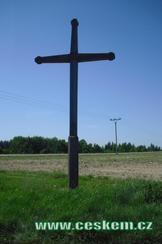 Kříž ve směru na Újezdec.