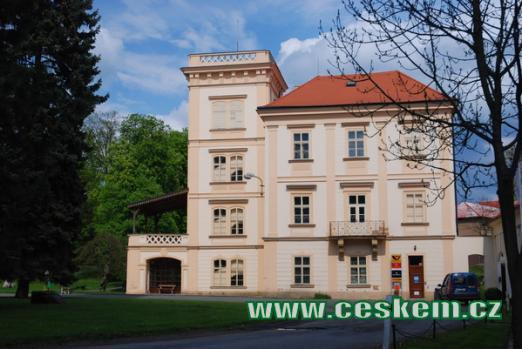 Úřad pošty na zdejším zámku.