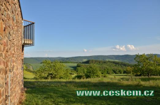 Výhled na krajinu Křivoklátska.
