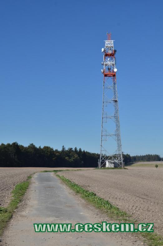 Vysílač nedaleko vrcholu.