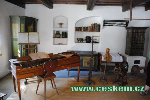 V rodného domu F.L. Věka (Heka).