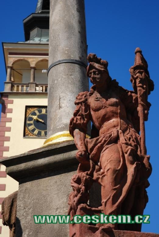 Detail zdejšího mariánského sloupu.