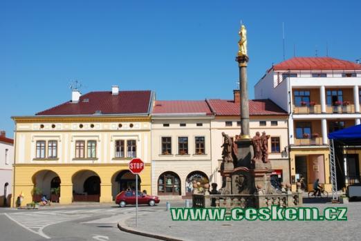 Mariánský sloup na zdejším náměstí.