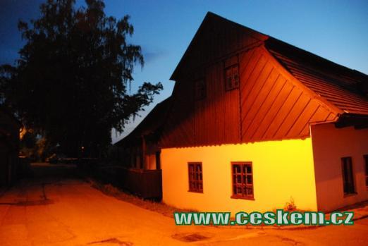 Rodný dům F.L. Věka v noci.