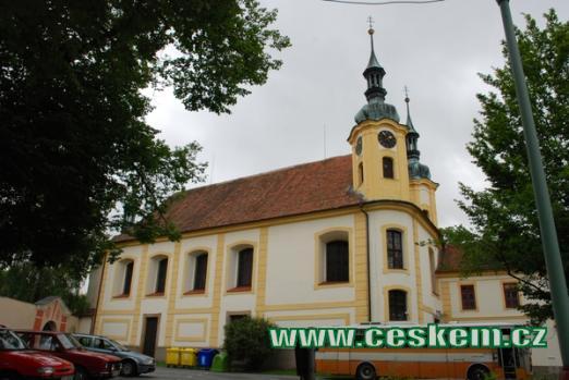 Pohled na děkanský kostel Nejsvětější Trojice.