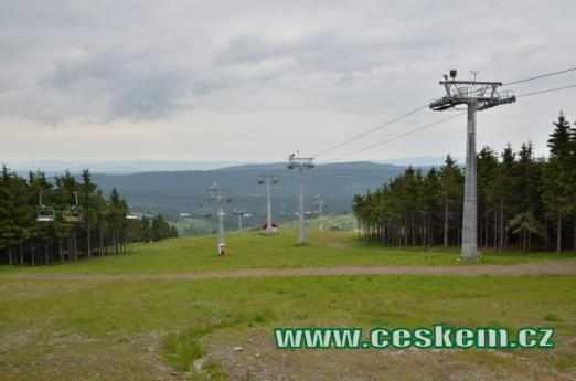 Lyžařské středisko Zieleniec na polské straně.