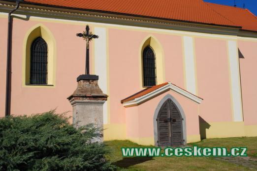 Kříž u kostela sv. Jakuba Většího.