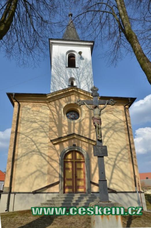 Průčelí kostela sv. Václava.