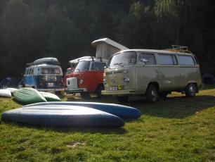 Zvíkovec na Rokycansku - Sraz legendárních vozů Volkswagen Transporter ve zdejším kempu.