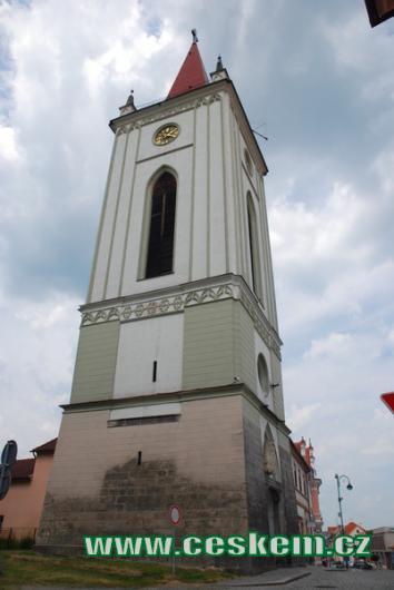 Zvonice je dominantou historického centra.