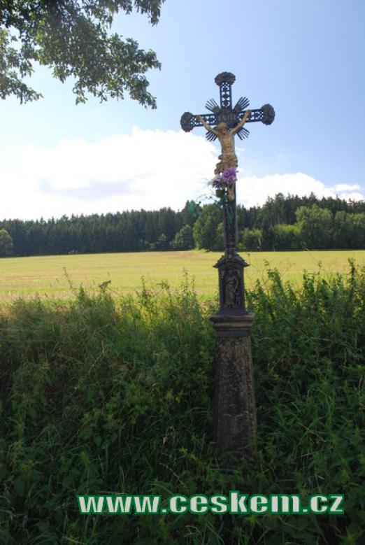 Křížek nedaleko vísky.