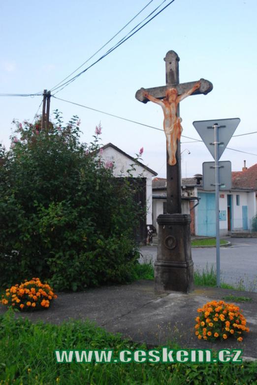 Kříž na návsi...