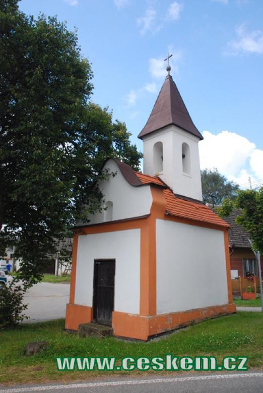 Pohled na místní kapličku.