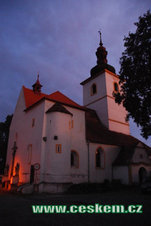 Kostel sv. Martina v podvečer.