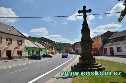 Kříž na Moravském náměstí.