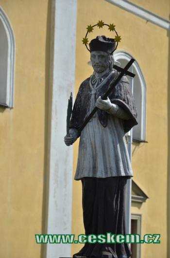 Sv. Jan Nepomucký u kostela.