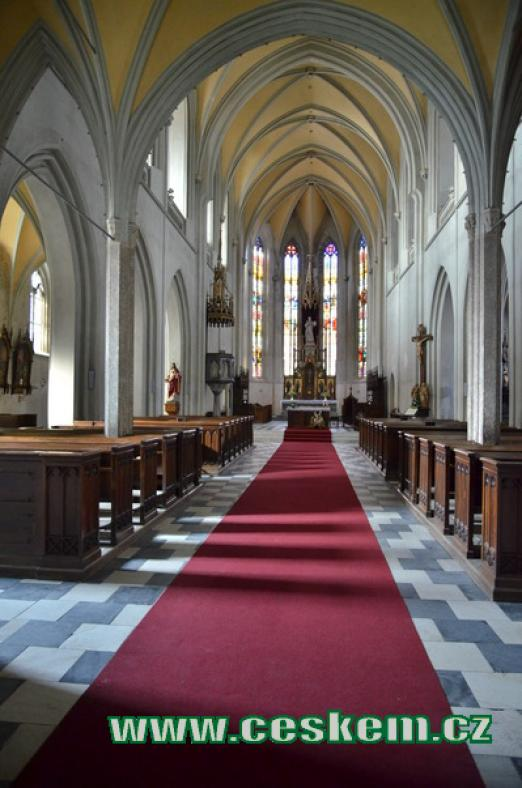 Interiér kostela svatého Jakuba.