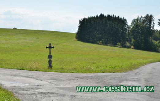 Křížek nedaleko Božejovic.