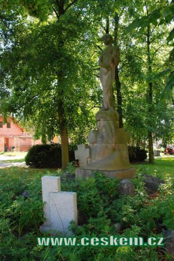 Pomník obětem odboje.