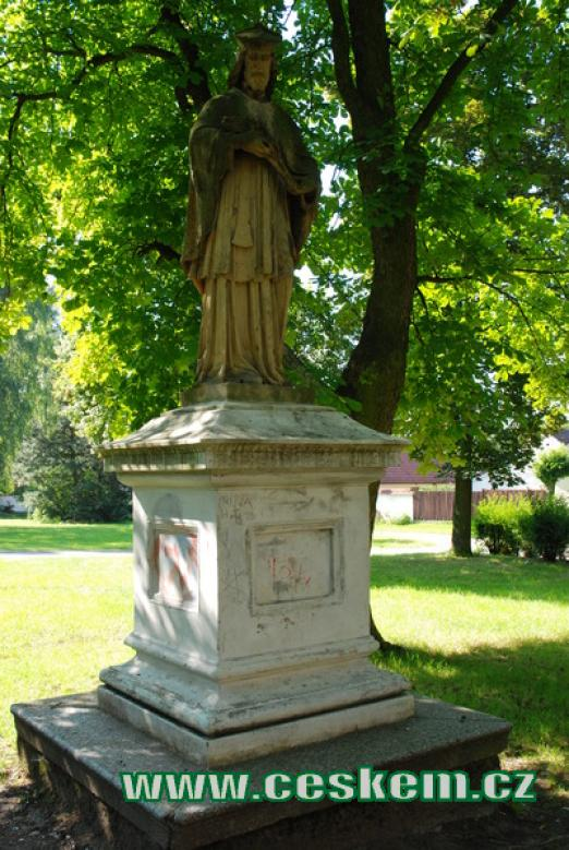 Barokní socha ve zdejším parku.