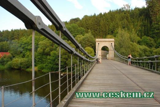 Poslední empírový řetězový most na našem území.