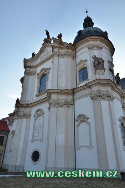 Východní průčelí kostela.