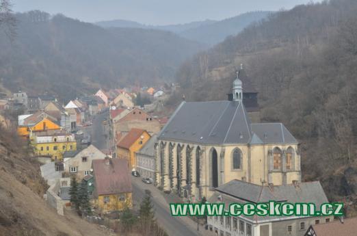 Kostel pohledem z hradu.