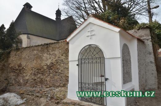 Kaplička u kostela sv. Anny.