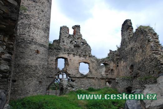 nebo také hrad Kostomlaty.