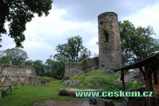 Malebný hrad Kostomlaty.