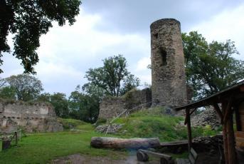 Sukoslav na Teplicku - Malebný hrad Kostomlaty.