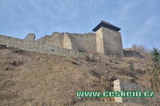 Severovýchodní hradba.