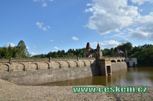 Malebná Tešnovská přehrada.